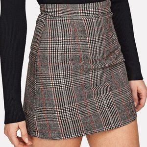 Dresses & Skirts - NEW Plaid zip back bodycon skirt